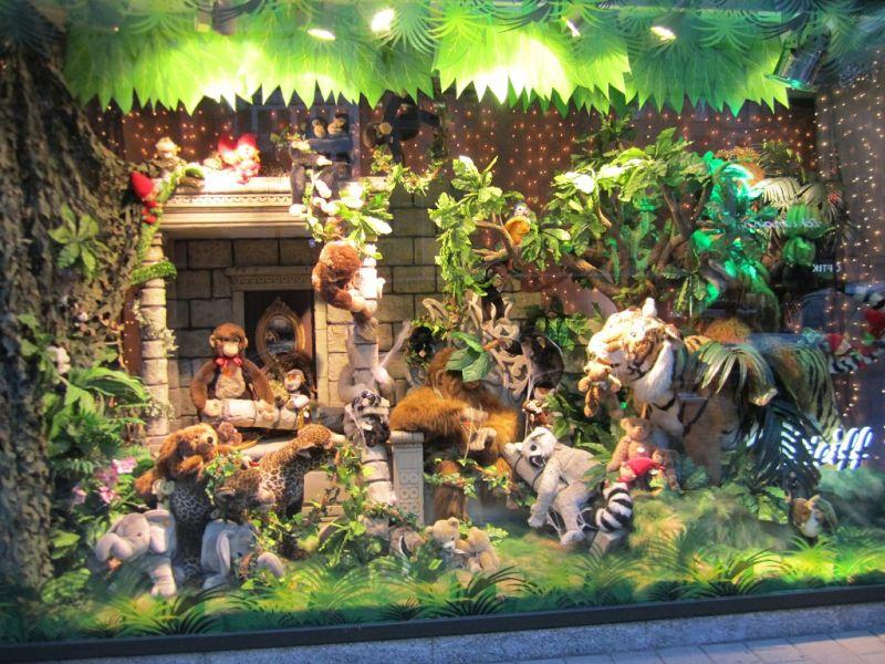 Steiff tiere zu weihnachten in phantasievoller kulisse der galeria kaufhof schaufenster - Schaufensterdekoration weihnachten ...