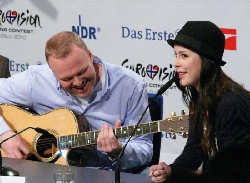 Spontan sang Lena ihren Siegestitel auf der Pressekonferenz in Köln. copyright: Andrea Matzker/ CityNEWS