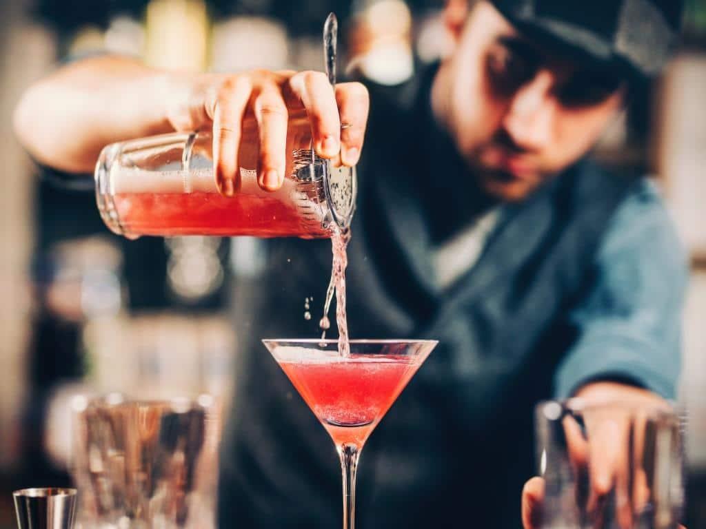 In zehn Cocktails um die Welt: Die besten Rezepte gegen Fernweh copyright: Envato / stockcentral