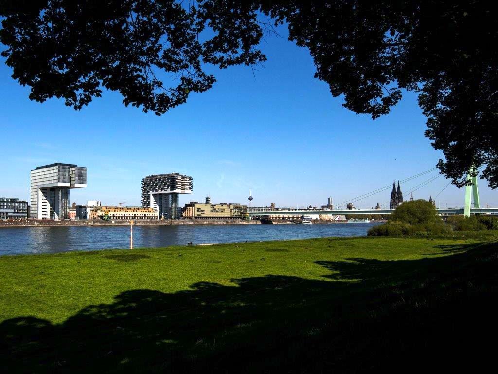 Diese Laufstrecke führt u.a. durch den Rheinauhafen mit seinen Kranhäusern. copyright: Alex Weis / CityNEWS