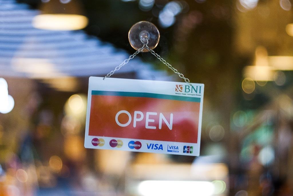 Nie mehr vor verschlossenen Türen stehen - immer die Öffnungszeiten wissen - copyright: pixabay.com