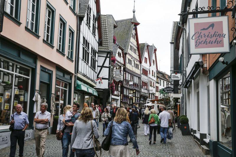 Kein anderes Outlet verbindet so charmant Shopping mit idyllischer Urlaubsatmosphäre und einem beeindruckenden kulturellen Angebot wie das City Outlet Bad Münstereifel. copyright: City Outlet Bad Münstereifel