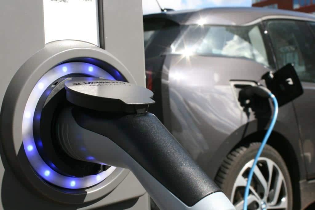 Elektroautos haben weiterhin ein Imageproblem, trotz verbesserter Reichweite und einem größeren Ladestations-Netz. Foto: djd/CreditPlus Bank