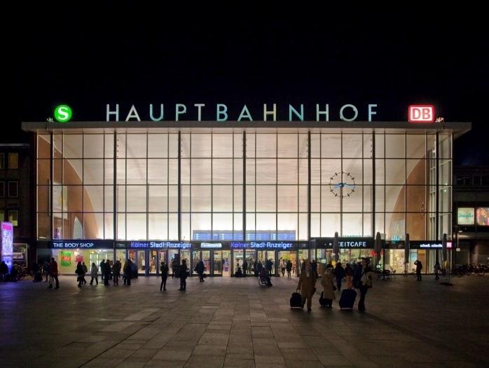 Auch an Karneval Problemgruppen aus Nordafrika am Hauptbahnhof und Kölner Dom unterwegs copyright: Eckhard Rahaus / pixelio.de