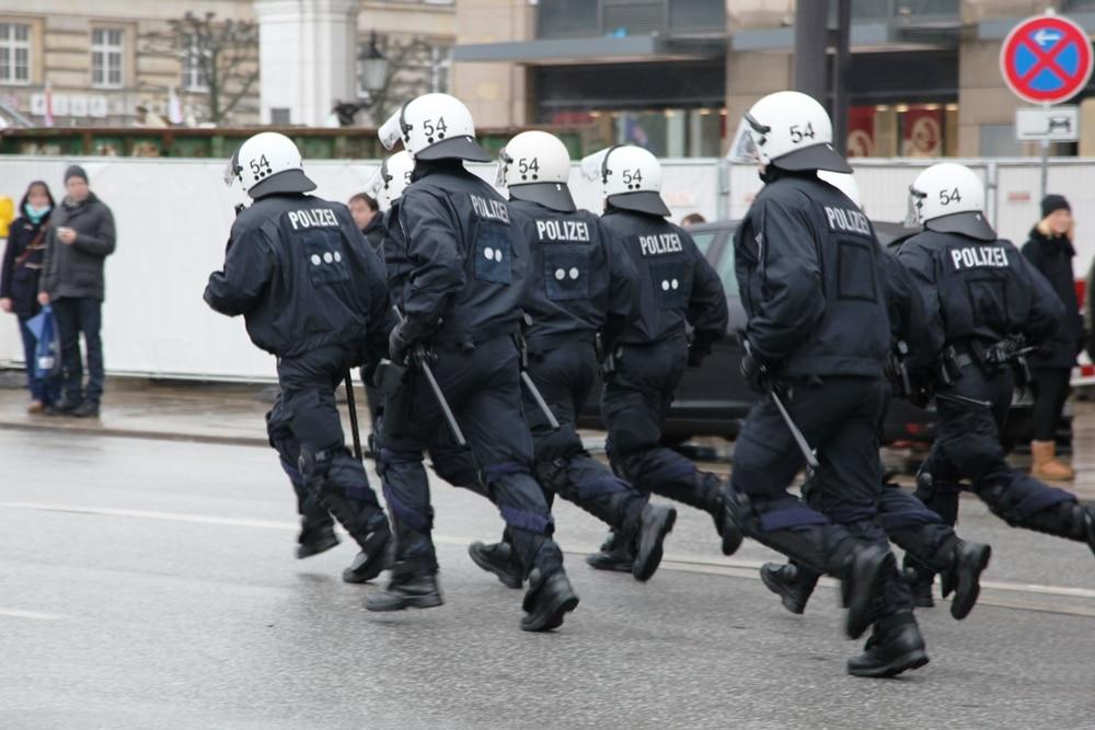 Großveranstaltungen und Demos in der Kölner Innenstadt sind beendet - Polizei Köln zieht Bilanz