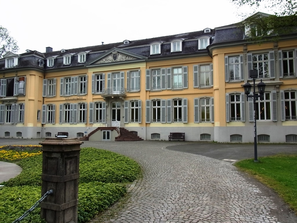 Die Preise werden am Sonntag, den 20. März 2016 um 11.30 Uhr bei einer öffentlichen Preisverleihung im Spiegelsaal des Leverkusener Schloss Morsbroich in Anwesenheit der Kuratoren und des Schirmherrn Fritz Pleitgen vergeben. copyright: InterArtes