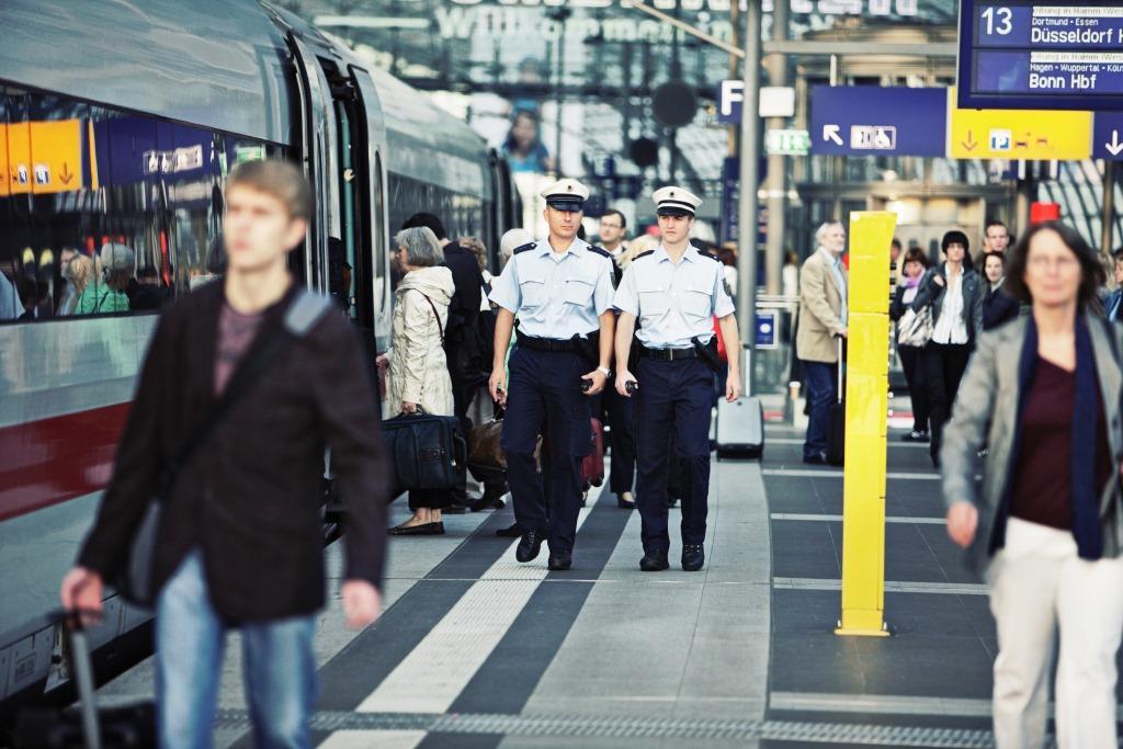 Die Bundespolizei kontrolliert im Hauptbahnhof Köln. (Symbolbild) copyright: Bundespolizei