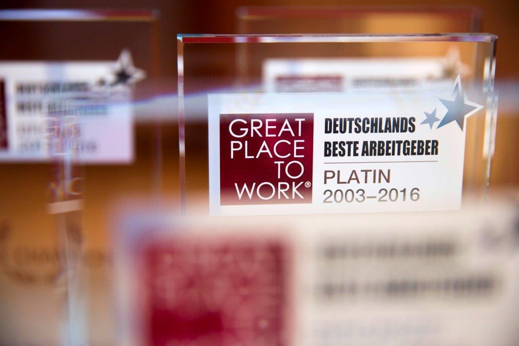 100 Unternehmen aus dem gesamten Bundesgebiet nahmen in Berlin die Auszeichnungen für besondere Qualität und Attraktivität als Arbeitgeber entgegen copyright: Gero Breloer für Great Place to Work