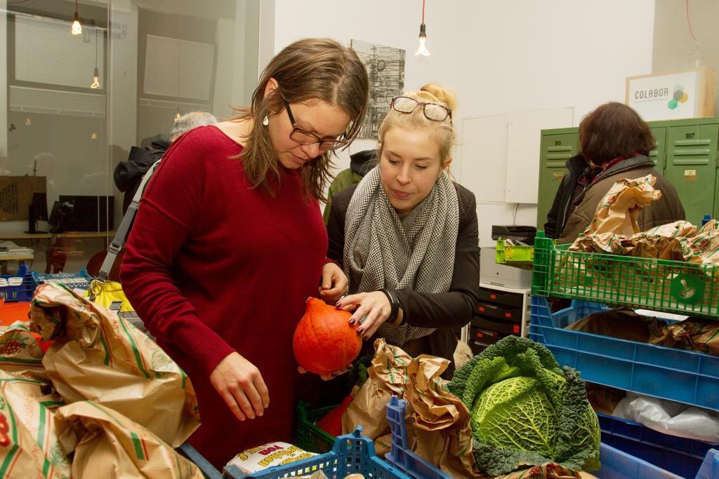 """Bei der Verköstigung """"Snack und Schnack"""" erfährt man eine Menge über regionale Landwirtschaft. copyright: Katharina Schwartz"""