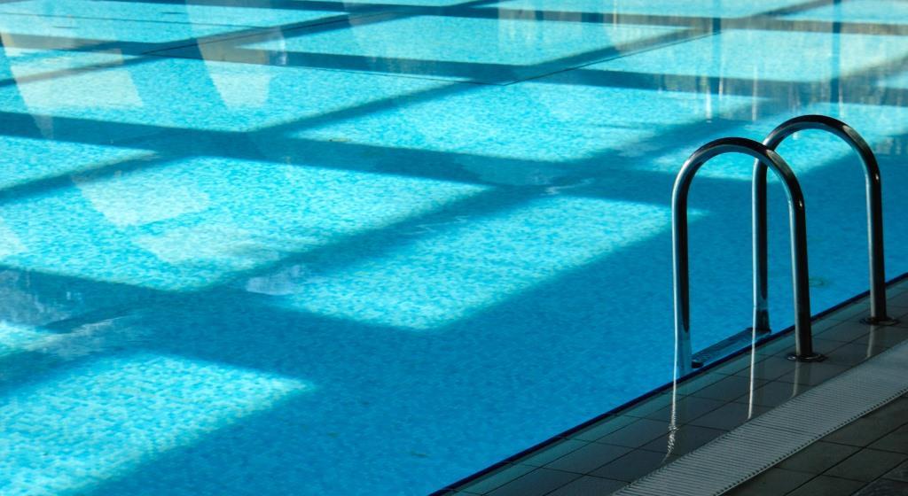 Kind in Kölner Schwimmbad unsittlich berührt - Zeugen gesucht copyright: Rainer Sturm / pixelio.de