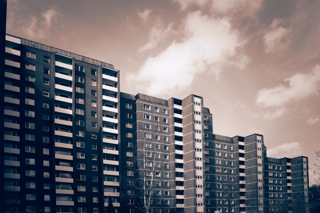 In mehr als 80 Prozent der deutschen Großstädte haben sich die Preise für Wohnungen und Häuser in den vergangenen zehn Jahren nach oben entwickelt. copryright: Bernd Kasper / pixelio.de