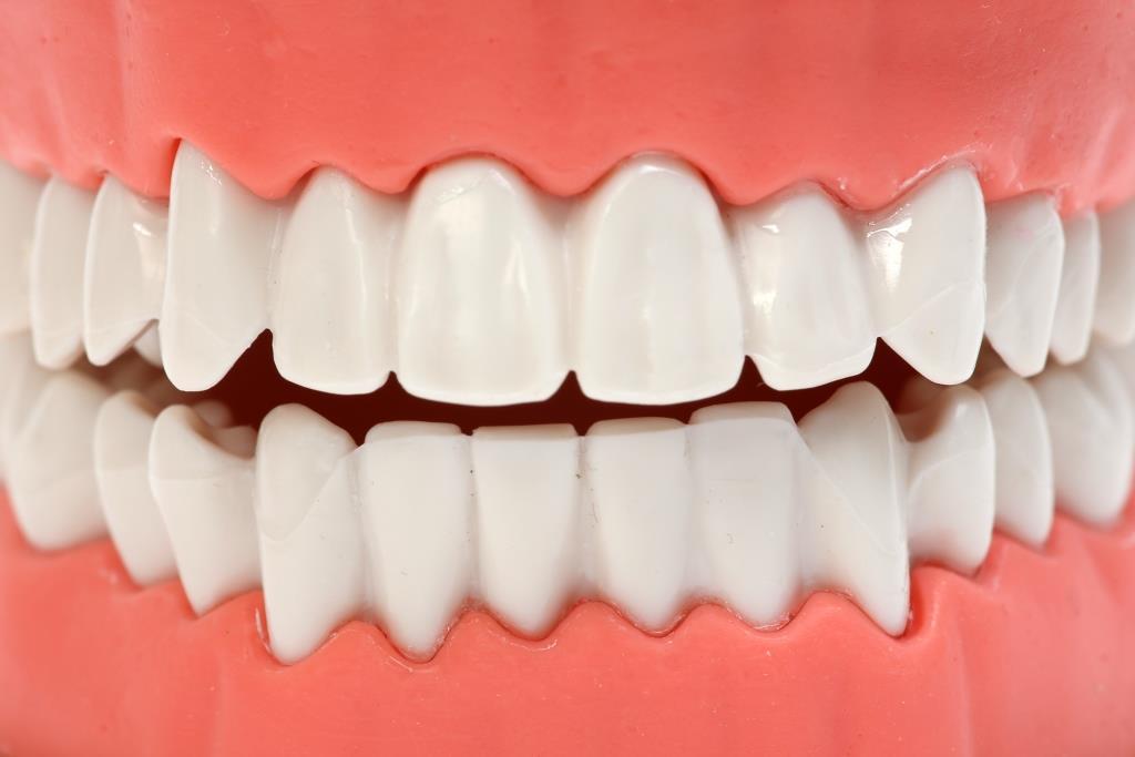Zähne putzen – aber wie? Manuell oder elektrisch? copyright: Tim Reckmann / pixelio.de