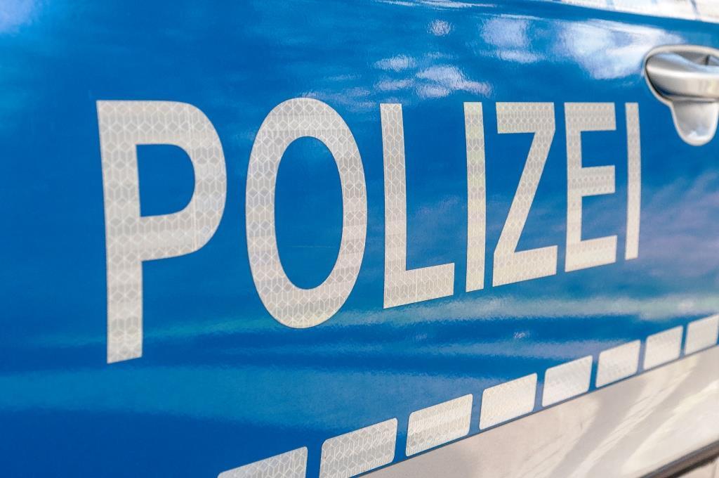 Die Polizei unterstützt die Einsatzkräfte der Stadt Köln vor Ort. copyright: Timo Klostermeier / pixelio.de