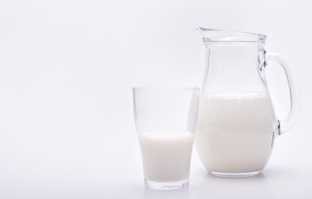 Geschätzte zwölf Millionen Menschen (jeder fünfte Erwachsene) in Deutschland sind von der Laktoseintoleranz, auch Milchzucker-Unverträglichkeit genannt, betroffen. copyright: Timo Klostermeier / pixelio.de