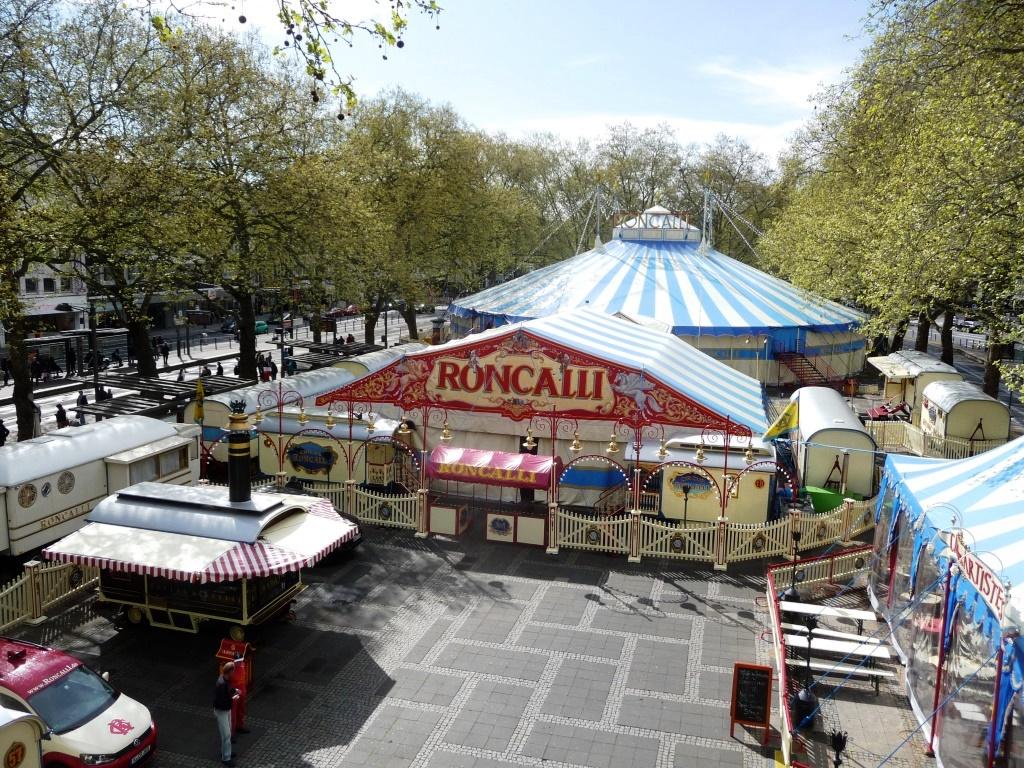 Vom Entstehen eines Wahrzeichens auf Zeit: Wie die Roncalli-Stadt entsteht copyright: Circus Rocalli