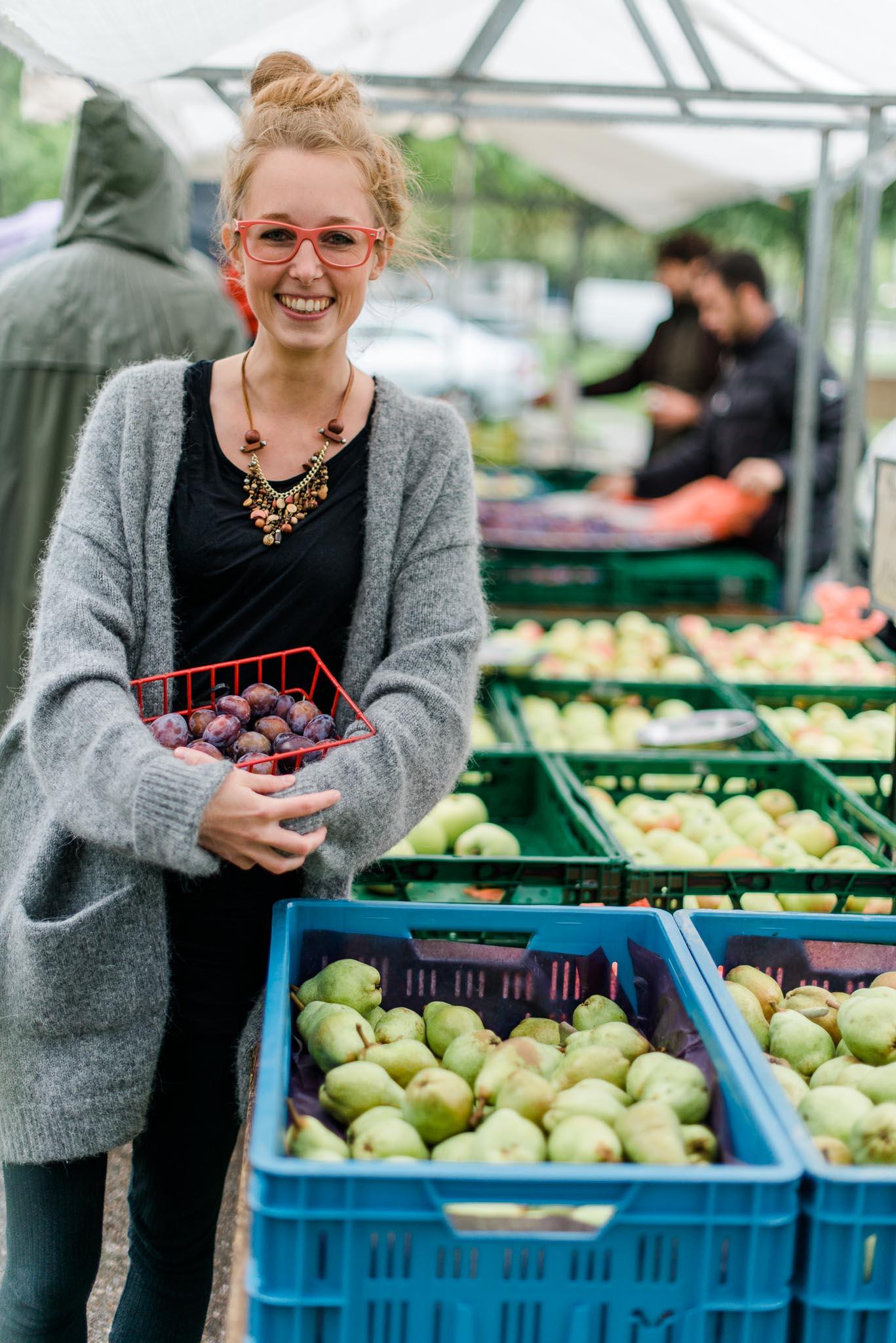 Katharina Schwartz organisiert die wöchentliche Food Assembly in Ehrenfeld. Spontan vorbeikommen kann jeder. copyright: Monika Ewa Kluz