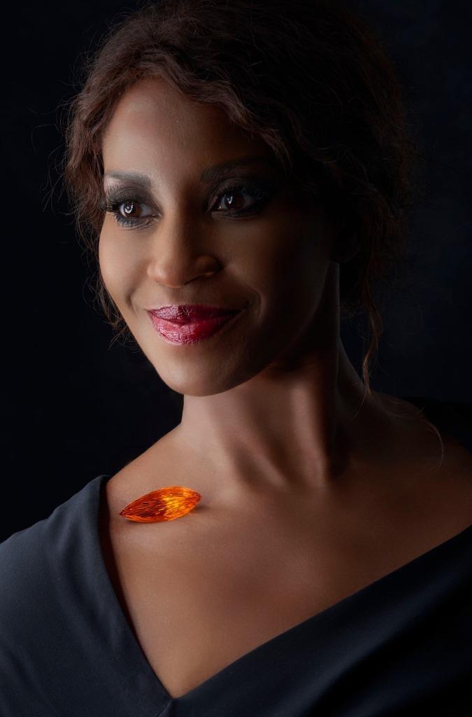 Glücksbotin des KölnBalls 2016 ist Schauspielerin Liz Baffoe copyright: Jürgen Cullmann