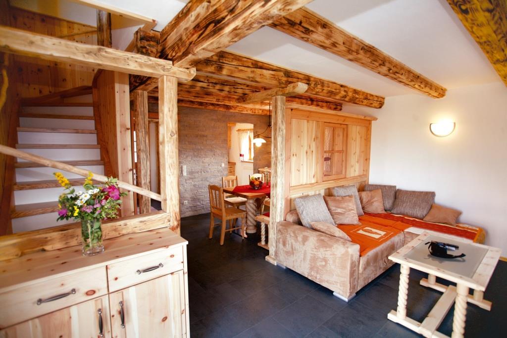 Das Familienresort Petschnighof liegt an der Sonnenseite Kärntens, in der herrlichen Bergwelt der Südalpen. copyright: PR