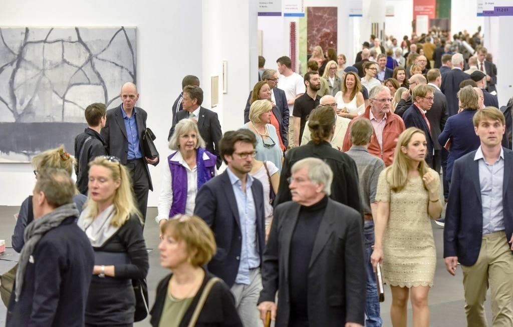 Über 60.000 Kunstinteressierte (2015: rund 56.000), darunter zahlreiche Top-Sammler, Kuratoren und Museumsleute aus Deutschland, Europa und aus Übersee besuchten die wichtigste deutsche Kunstmesse.  copyright: Koelnmesse