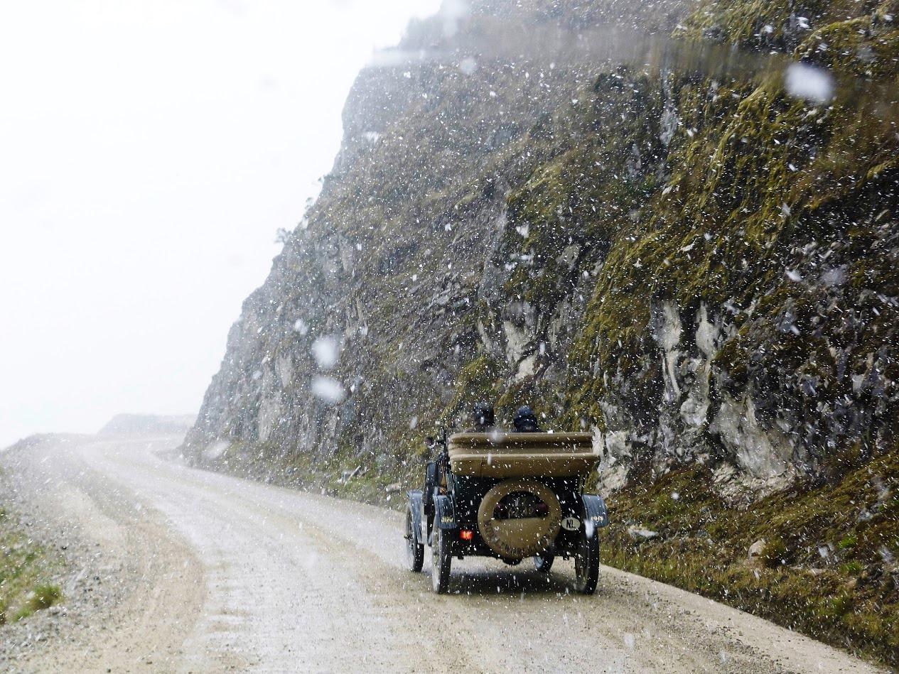 Die Weltreise stellt eine außerordentliche Belastung für das Fahrzeug dar, das jedoch dank seiner Konstruktion vergleichsweise einfach repariert werden kann. copyright: Ford-Werke