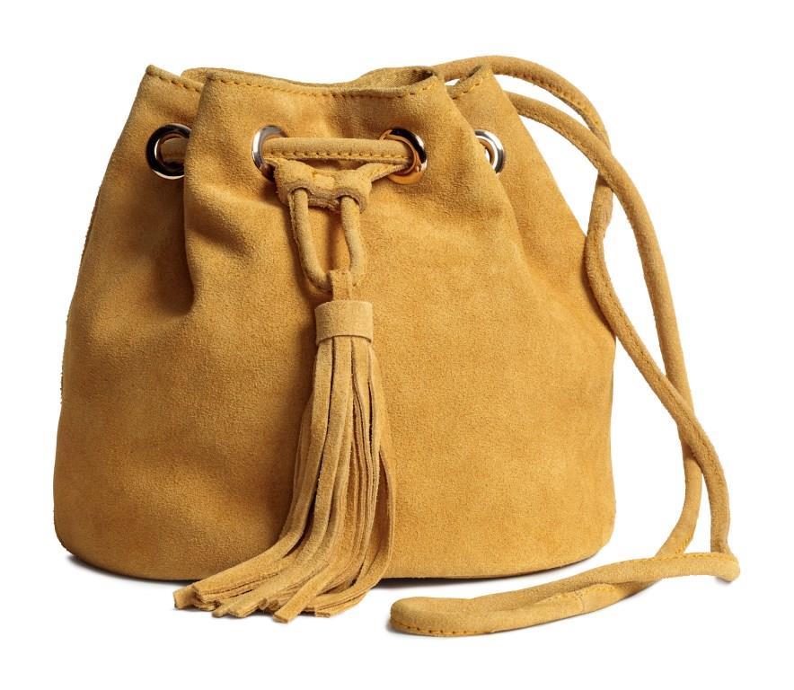 Die Taschenmode - hier eine Beuteltasche von H&M - ist vielseitig wie immer. Foto: H&M