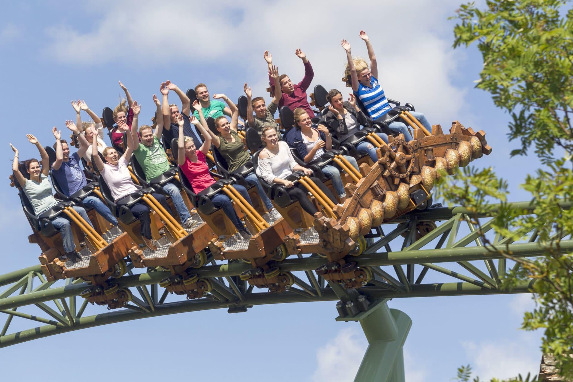 Achterbahnen und Ostseestrand ziehen jedes Jahr weit mehr als eine Million Besucher in den Hansa-Park nach Sierksdorf. Foto: djd / HANSA-PARK Freizeit- und Familienpark