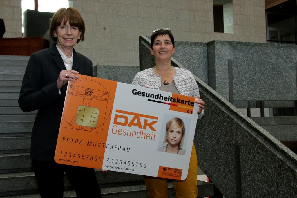 Oberbürgermeisterin Henriette Reker (links) mit NRW-Gesundheitsministerin Barbara Steffens copyright: Stadt Köln