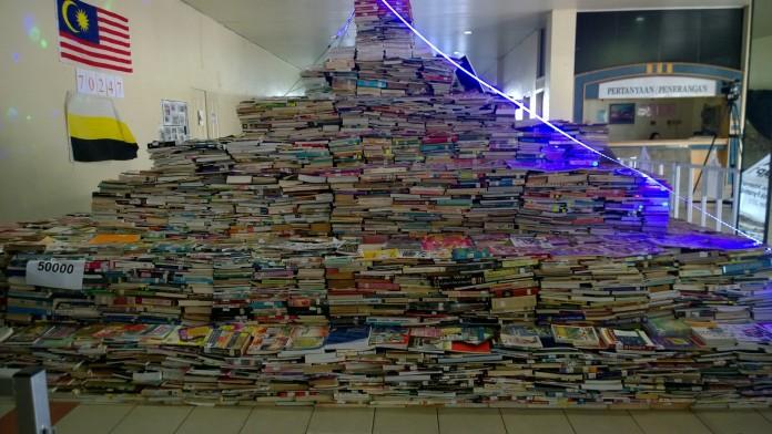 Größte Bücherpyramide copyright: GUINNESS WORLD RECORDS