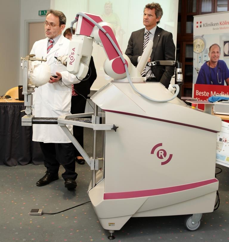 Dr. Maarouf (links) und Prof. Dr. Hort Kierdorf copyright: Kliniken Köln / Rütten