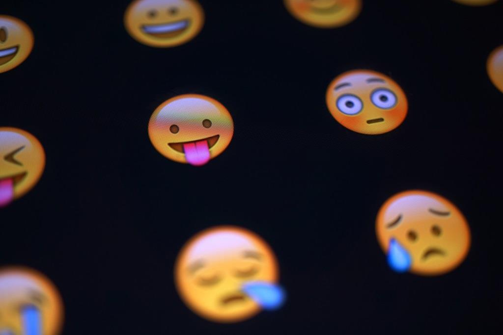 Und die allgegenwärtigen Emojis scheinen auch 2016 nicht an Beliebtheit zu verlieren. copyright: pixabay.com