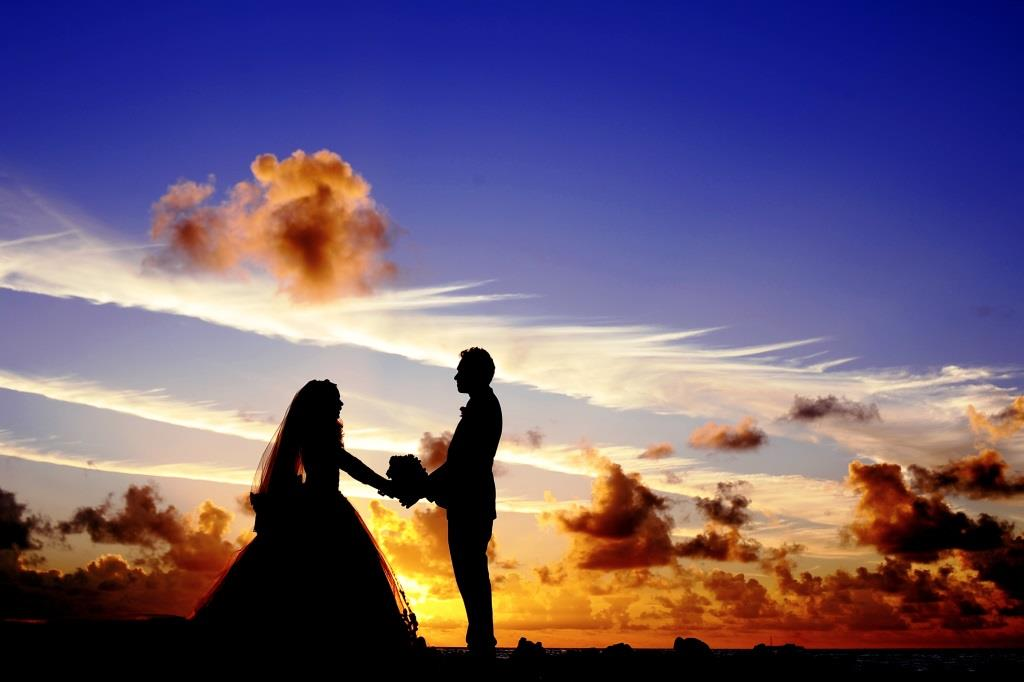 Die passende Kleidung zur Hochzeit copyright: pixabay.com