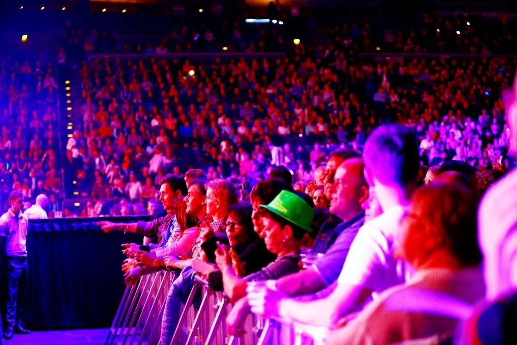 """Tanz in den bei Mai bei der """"Schlagernacht des Jahres"""" in der LANXESS arena Köln copyright: Alex Weis / CityNEWS"""