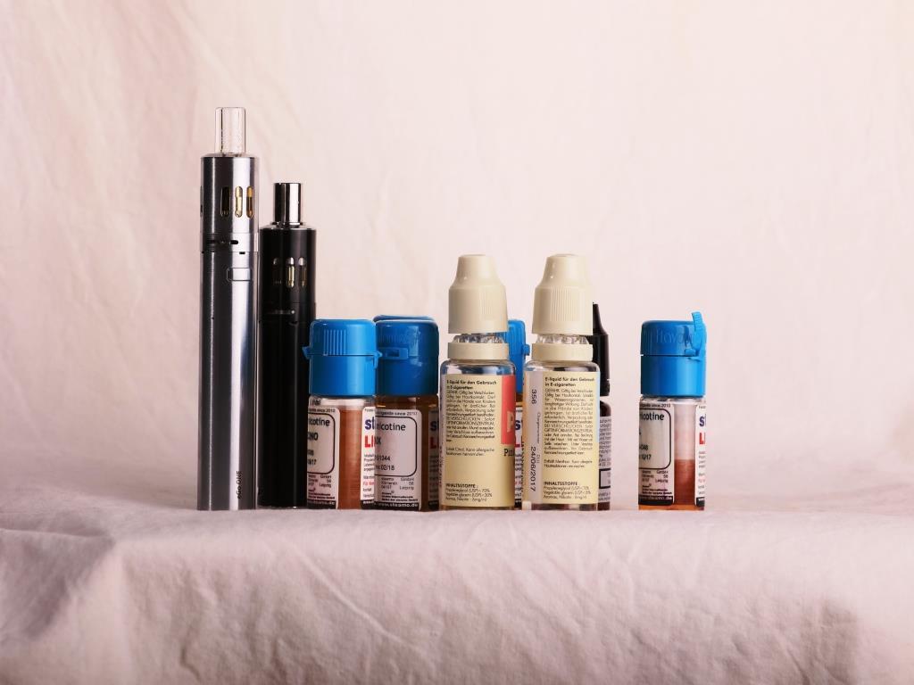 Die Liquids der E-Zigaretten enthalten als Hauptbestandteile Propylenglykol, Wasser, Glyzerin, Ethanol, Nikotin und auf Wunsch aromatische Stoffe. copyright: Alex Weis / CityNEWS