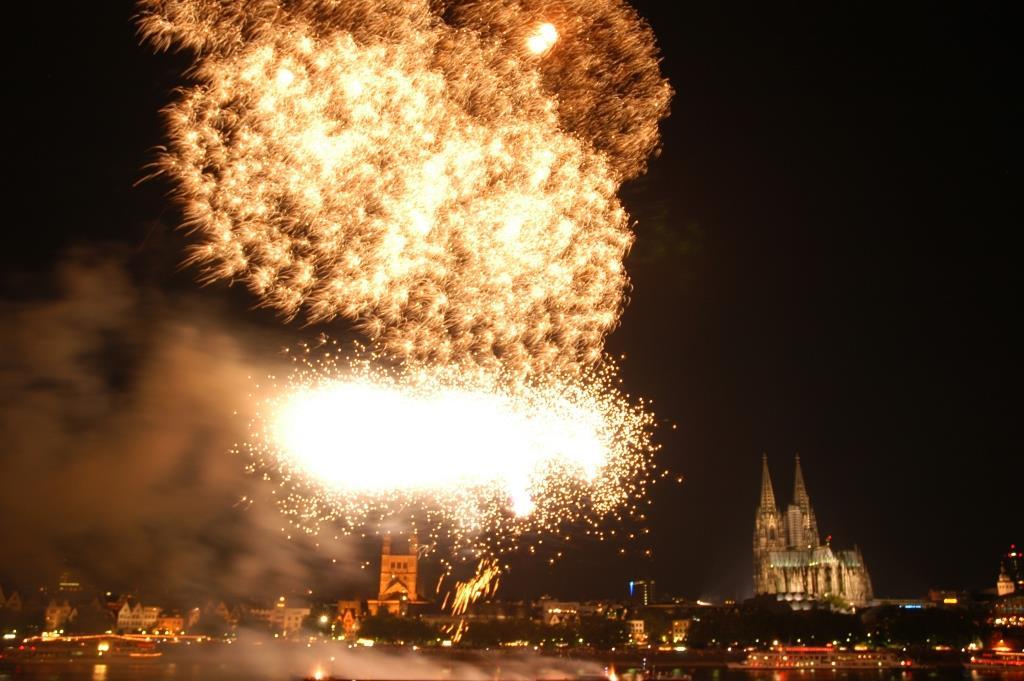 Insgesamt werden am Samstagabend, 16. Juli, rund 20.000 Schuss den Himmel in ein Farbenmeer verwandeln. copyright: Veranstaltungsbüro Werner Nolden