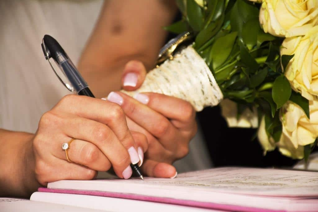 ARAG Rechtsexperte Tobias Klingelhöfer beantwortet Fragen zum Ehevertrag. copyright: pixabay.com