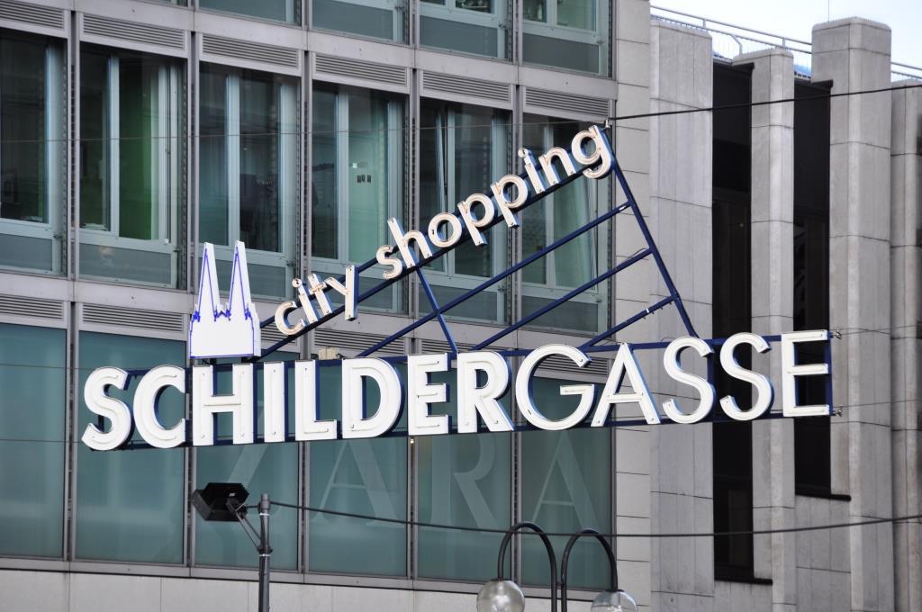 Die Schildergasse gehört zu den stärksten besuchten Fußgängerzonen in Deutschland - copyright: Ruth Rudolph / pixelio.de