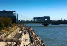 Ufertreppe Rheinboulevard bei Kölner Lichtern geschlossen copyright: Alex Weis / CityNEWS