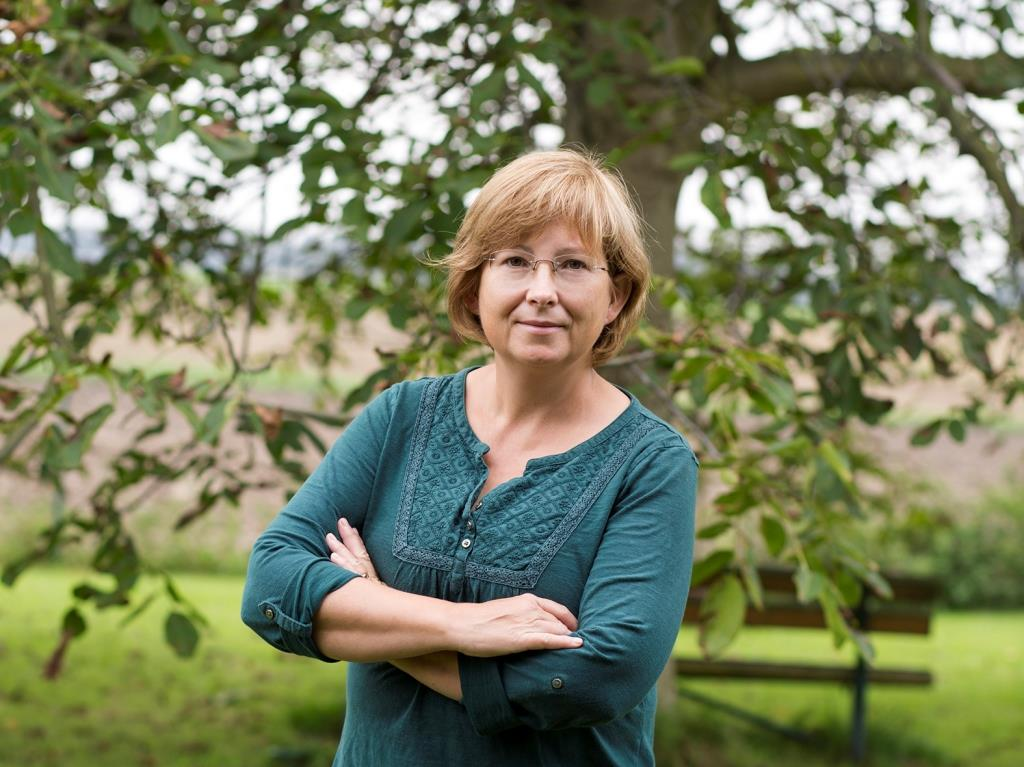 Heide Eisenacher gibt mit Begeisterung ihr Wissen über Walnüsse weiter copyright: privat