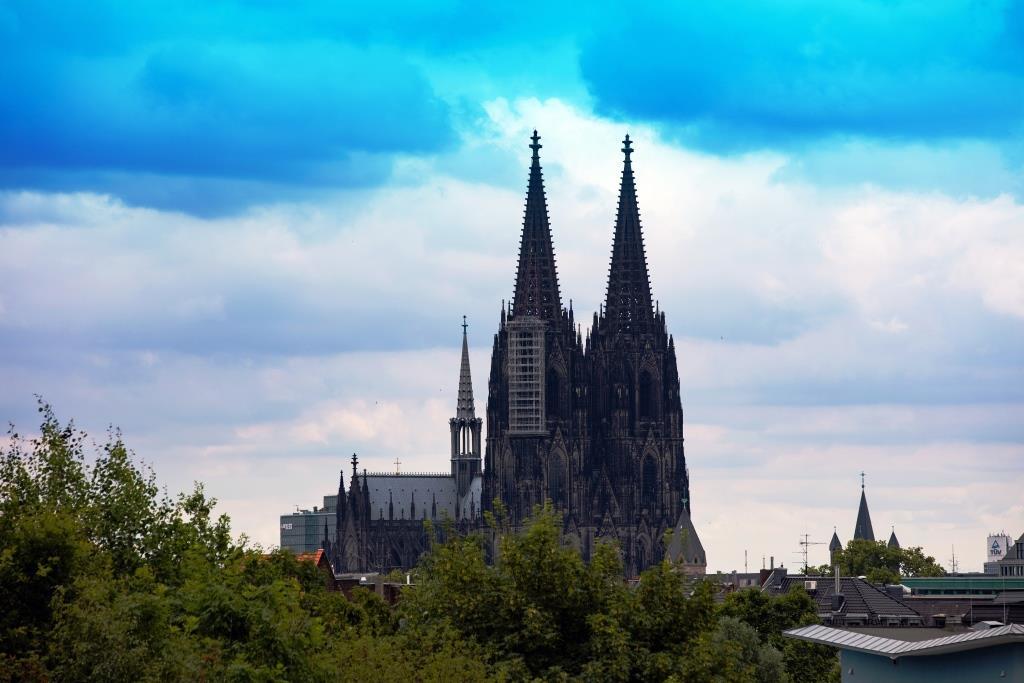 Erzbistum Köln: Leichter Anstieg der Taufen und Beerdigungen - Zahl der Kirchenaustritte gesunken copyright: Alex Weis / CityNEWS