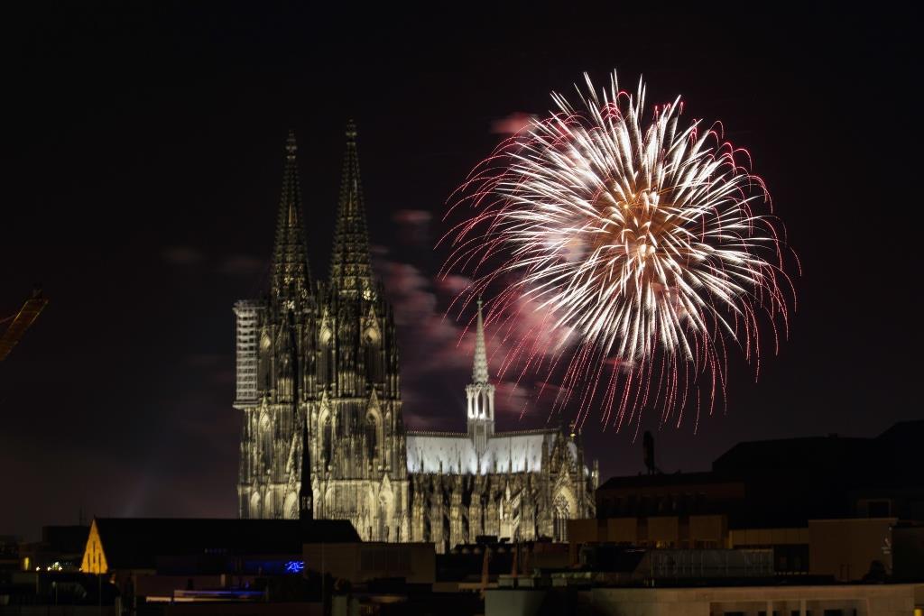 Das Kölner Feuerwerk am letzten Tag des Jahres kann man aus vielen Perspektiven erleben. copyright: Alex Weis / CityNEWS