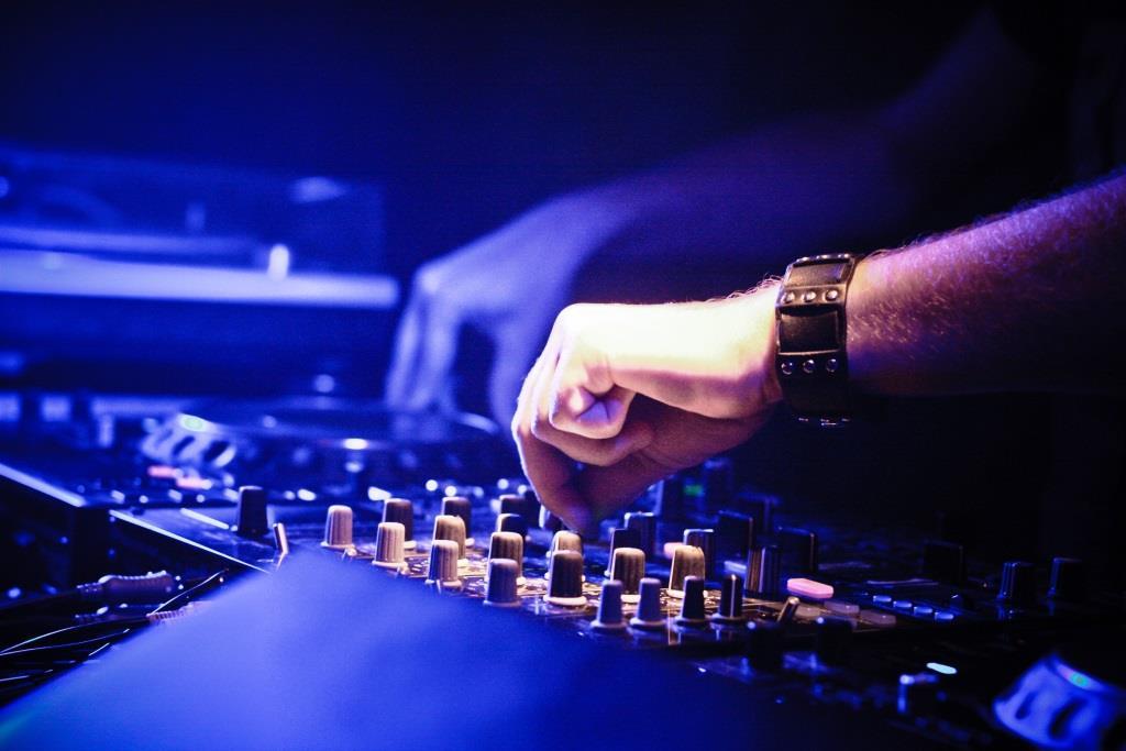 DJ-Duo Blank & Jones aus Köln mit dabei! copyright: pixabay.com