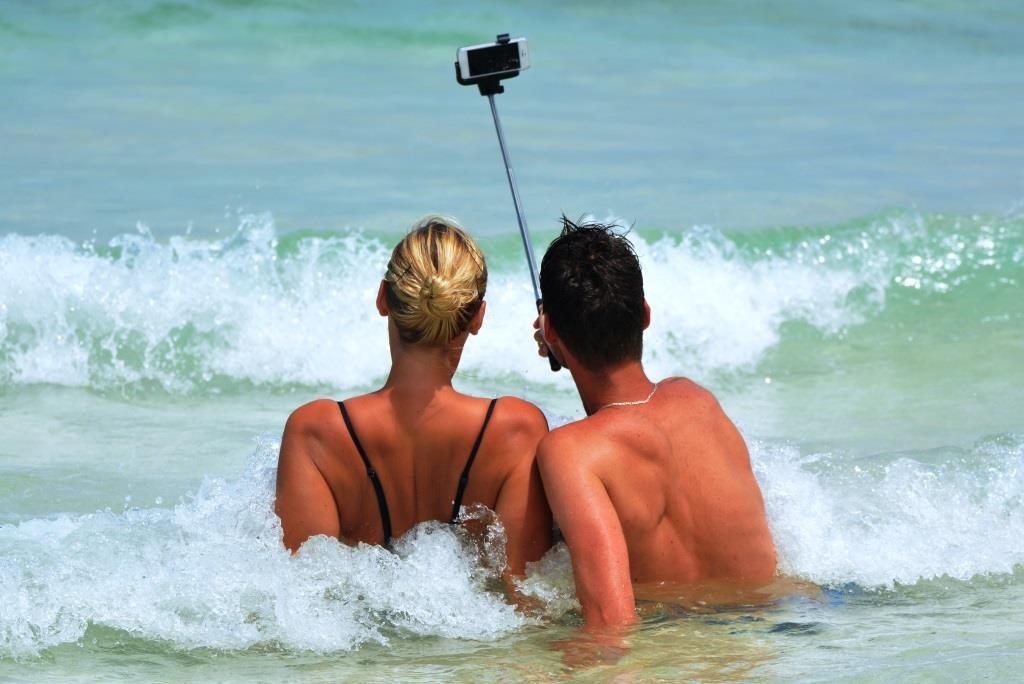 Ein Selfie im Urlaub bedeutet Gefahr fürs Zuhause copyright: pixabay.com
