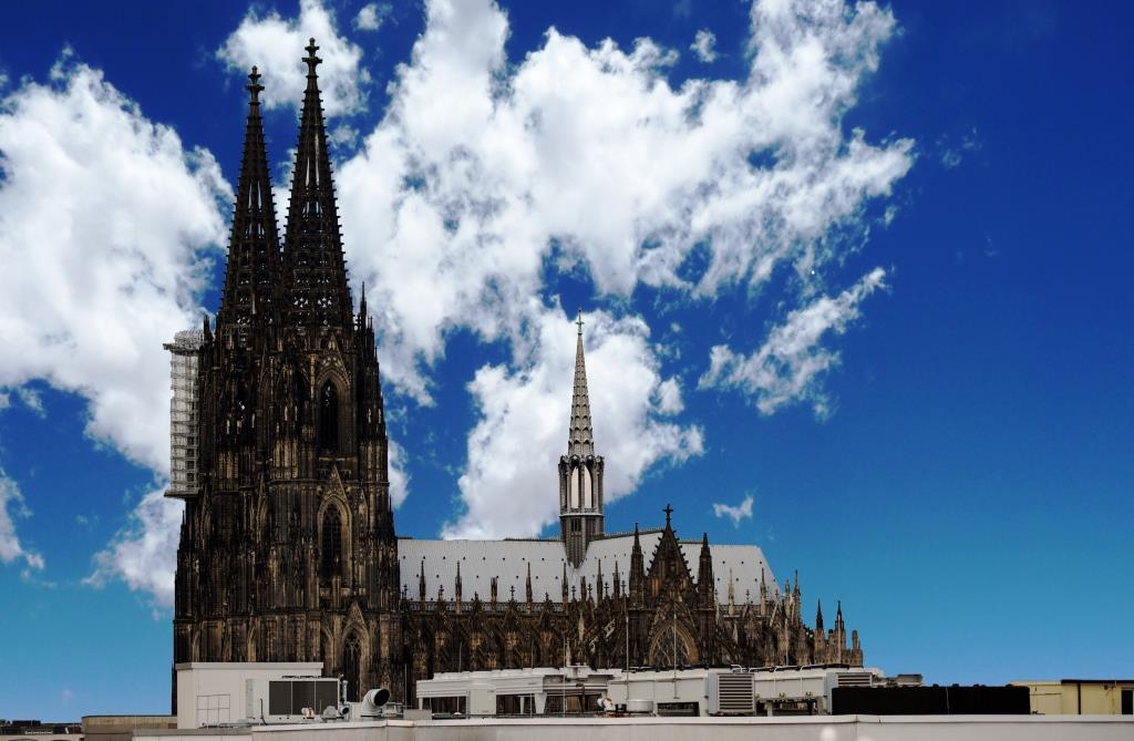 Kardinal Woelki fordert beim Karnevals-Gottesdienst im Kölner Dom zum Tanz auf copyright: CityNEWS / Alex Weis