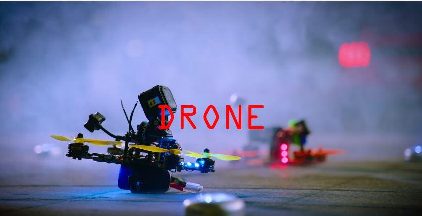 """Schauen Sie sich dieses Drohnen-Rennen mit spektakulären Effekten wie in """"Matrix"""" an copyright: Screenshot YouTube / Ford-Werke GmbH"""