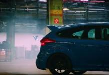 Im Video geht es mit den Drohnen über, unter und durch die Fahrzeuge copyright: Screenshot YouTube / Ford-Werke GmbH