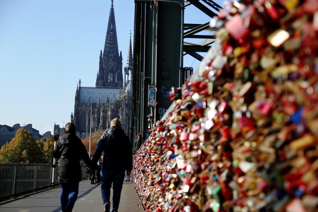 Ein Zeichen für die Liebe: Hängen Sie Ihr Liebesschloss an der Hohenzollernbrücke auf! copyright: Alex Weis / CityNEWS