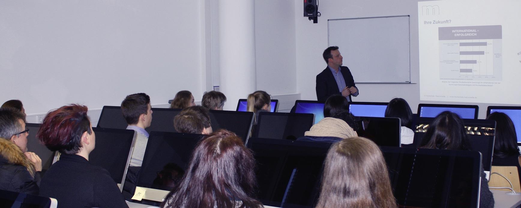 Ausbildung bei der Macromedia Akademie ein Mix aus Theorie und Praxis copyright: Macromedia Akademie