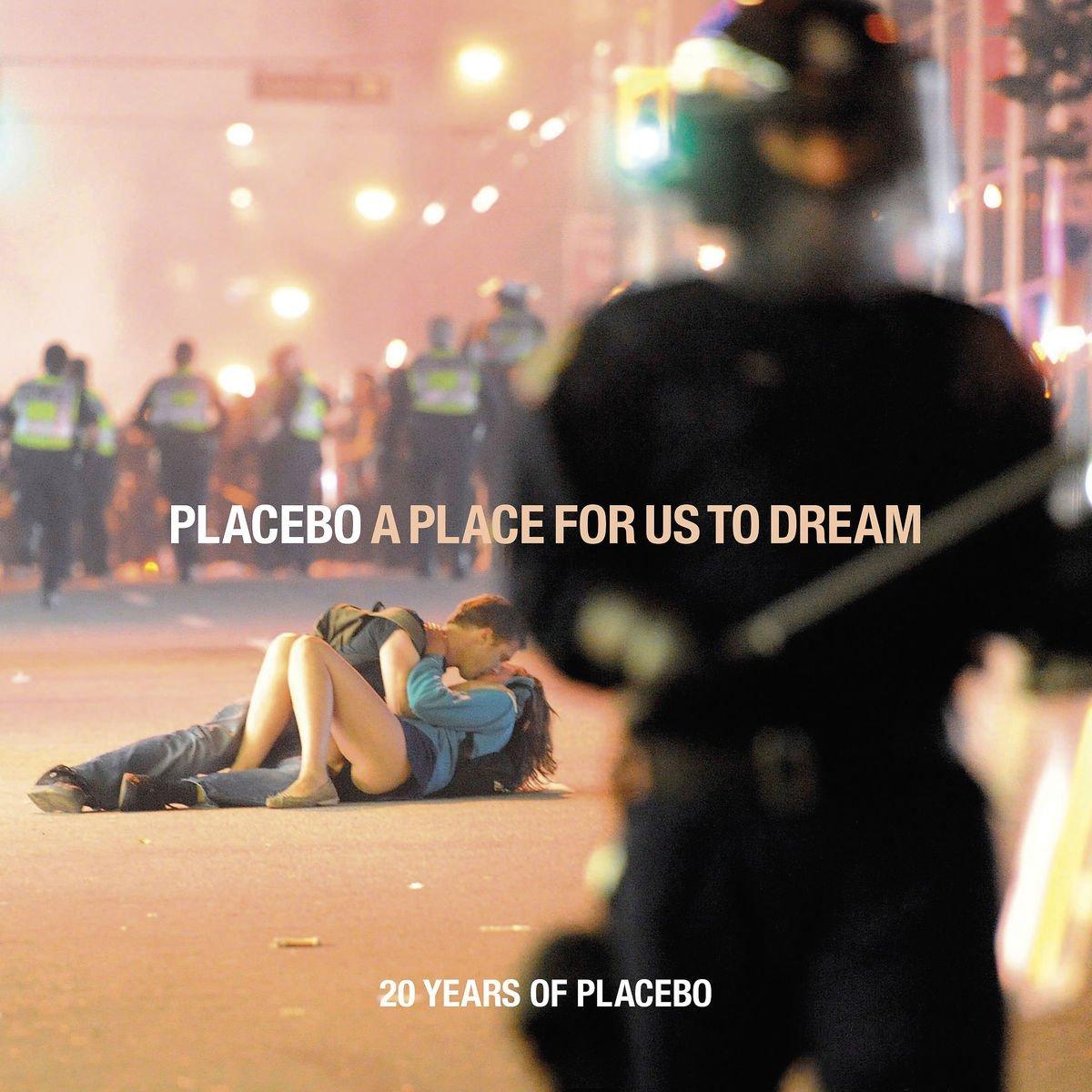 """Placebo feiern unglaubliche 20 Jahre Bandjubiläum! Zelebriert wird dies durch die Veröffentlichung ihrer Must have-Retrospektive """"A Place For Us To Dream"""". copyright: Universal International Division"""
