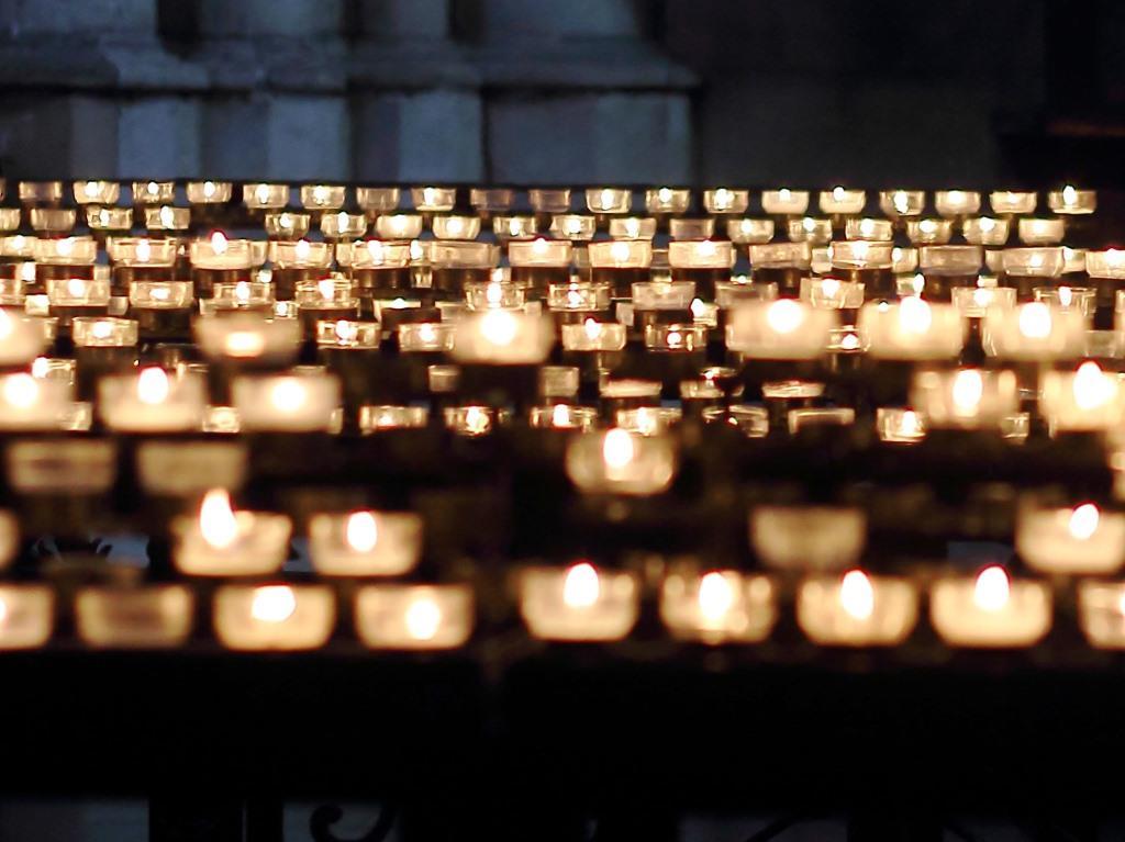 Bei der Diamantbestattung wird nur ein Teil der Asche des Verstorbenen benötigt. Der größere Rest kann etwa im Rahmen einer Urnenbeisetzung durch einen Bestatter feierlich verabschiedet werden.<br /> copyright: pixabay.com