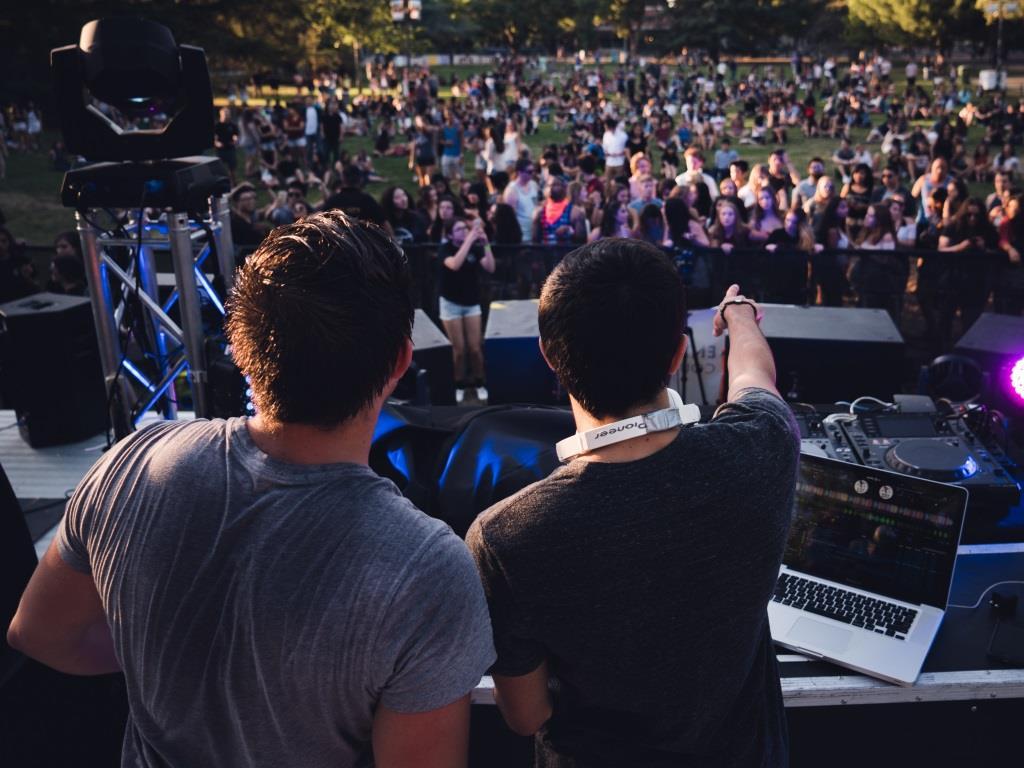 Abtanzen zu Clubsounds beim games com city festival copyright: pixabay.com